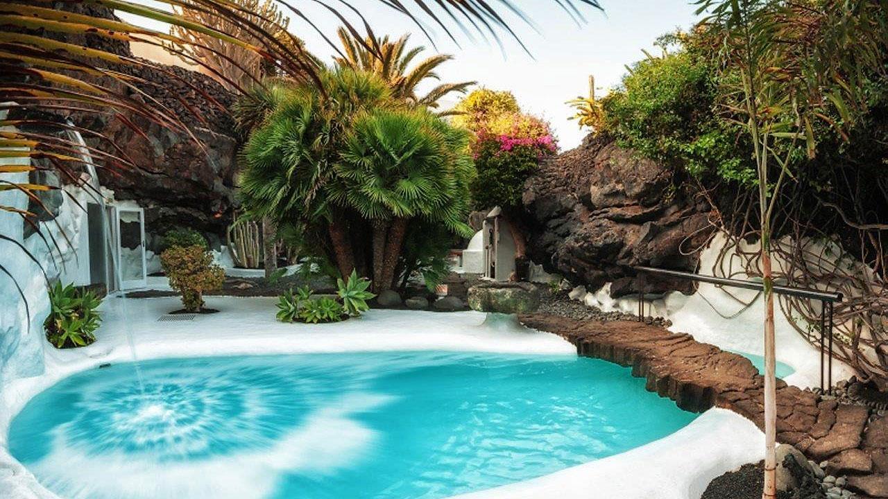 Uniguides professional guides lanzarote center of - Lanzarote casa de cesar manrique ...